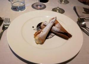 delicatessen-en-eventos-rollitos-crema-con-azucar-300x216