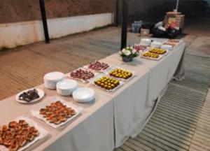 eventos-mesa-con-comida-300x216